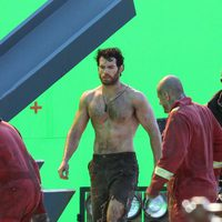Henry Cavill sin camiseta en el set de 'Superman: Man of Steel'