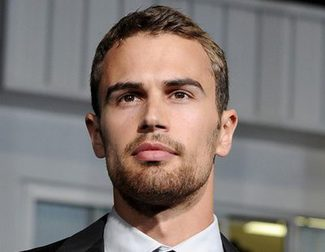 Theo James se une a 'War on Everyone', la próxima película de John Michael McDonagh
