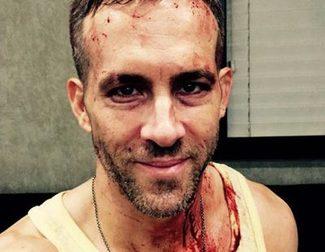 Ryan Reynolds celebra ensangrentado el ecuador del rodaje de 'Masacre (Deadpool)'