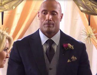 Dwayne Johnson sorprende a un reportero... ¡oficiando su boda!
