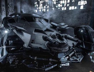 El Batmóvil persigue al coche del Joker y Harley Quinn en el set de 'Escuadrón Suicida'