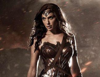 Wonder Woman cambia de look en el nuevo Promo Art de 'Batman v Superman: El amanecer de la Justicia'