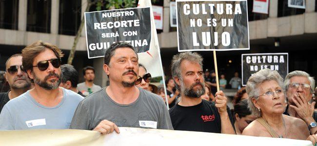 Javier Bardem, Carlos Bardem y Pilar Bardem en la manifestacion contra la subida del IVA