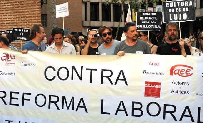 Juan Diego Botto y Javier Bardem en la manifestacion contra la subida del IVA