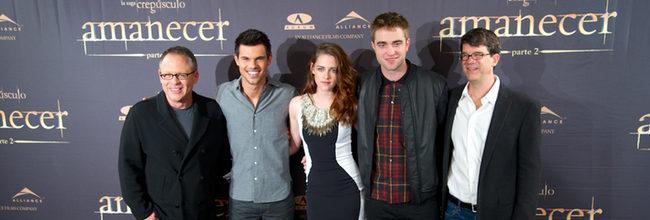 Taylor Lautner, Kristen Stewart, Robert Pattinson, Bill Condon y Wyck Godfrey en la presentación en Madrid de 'Amanecer. Parte 2'