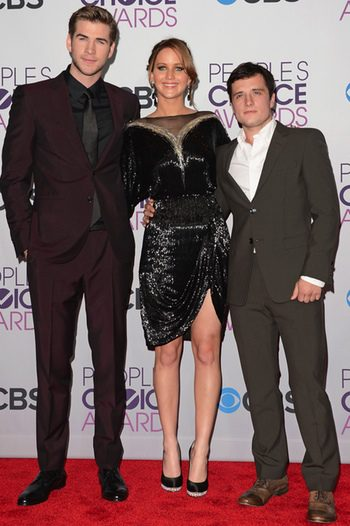 Liam Hemsworth, Jennifer Lawrence y Josh Hutcherson en los People's Choice Awards 2013
