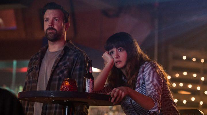 Anne Hathaway y Jason Sudeikis en 'Colossal'