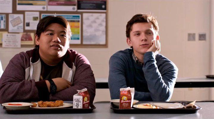 Holland y Batalon como Spider-Man/Peter Parker y Ned Leeds