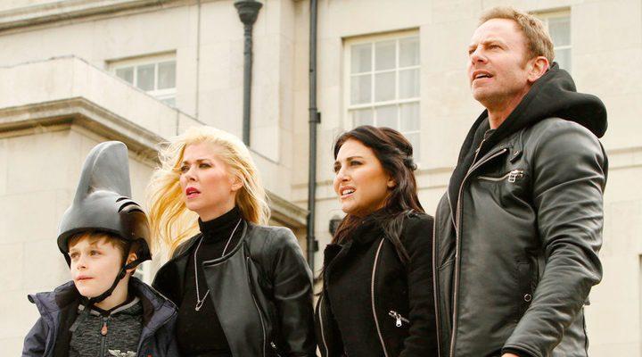 Cassie Scerbo, Ian Ziering y Tara Reid en 'Sharknado 5: Global Swarming'