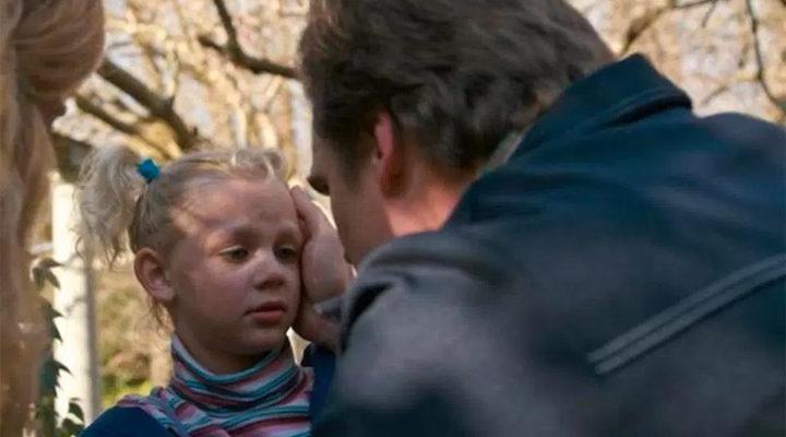 'Sara lleva la cinta en el pelo'