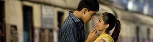 Dev Patel y Freida Pinto en Slumdog Millionaire