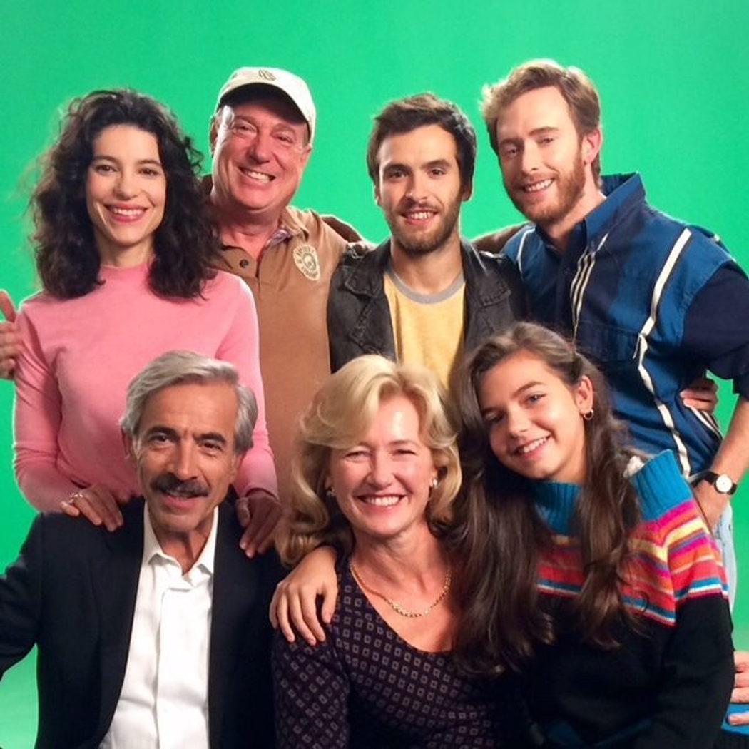 La familia Alcántara junto al director Antonio Cano