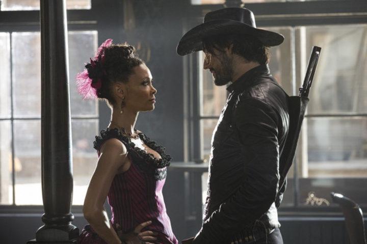 Rodrigo Santoro y Thandie Newton en 'Westworld'