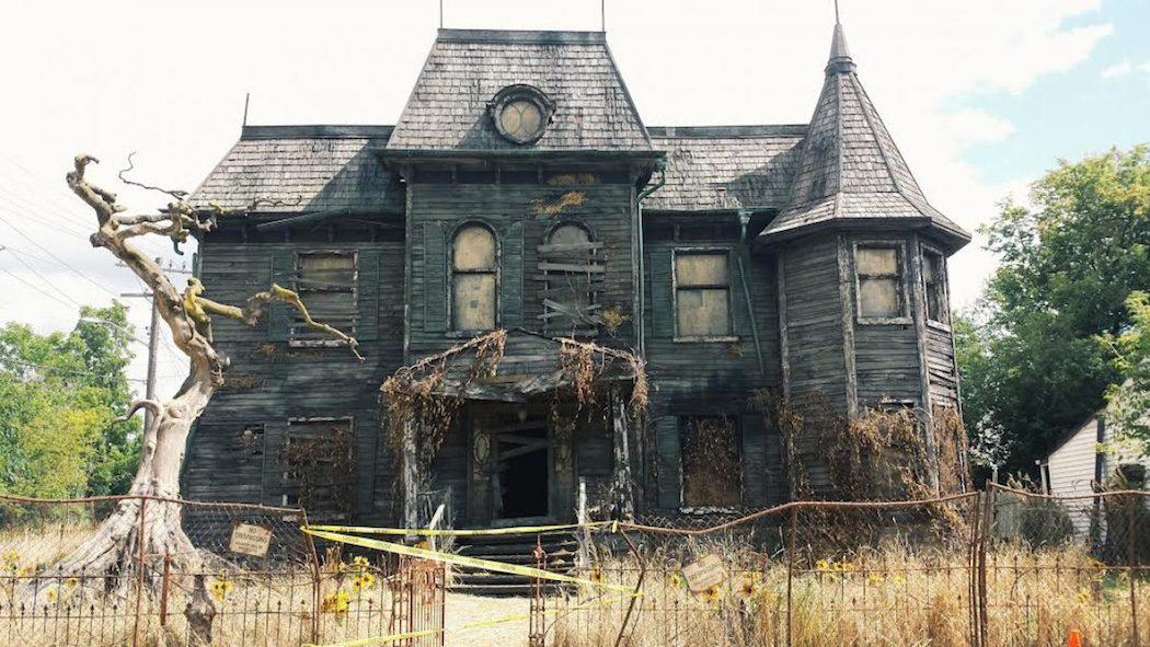 El exterior de la tenebrosa casa