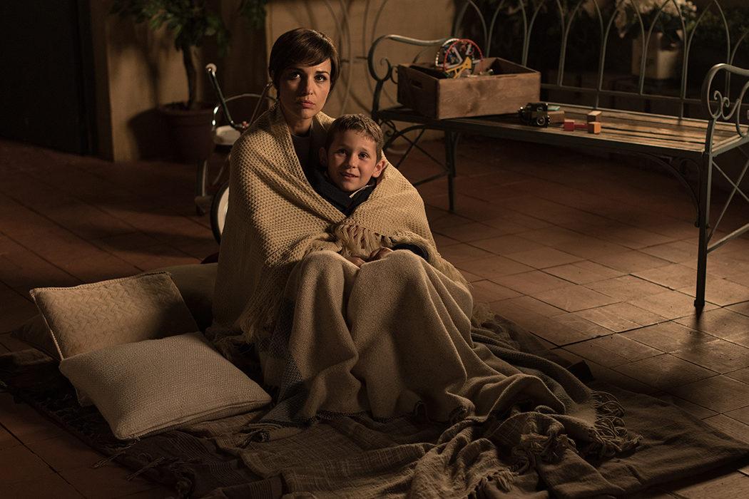 Ana con el pequeño Albertito en 'Velvet'