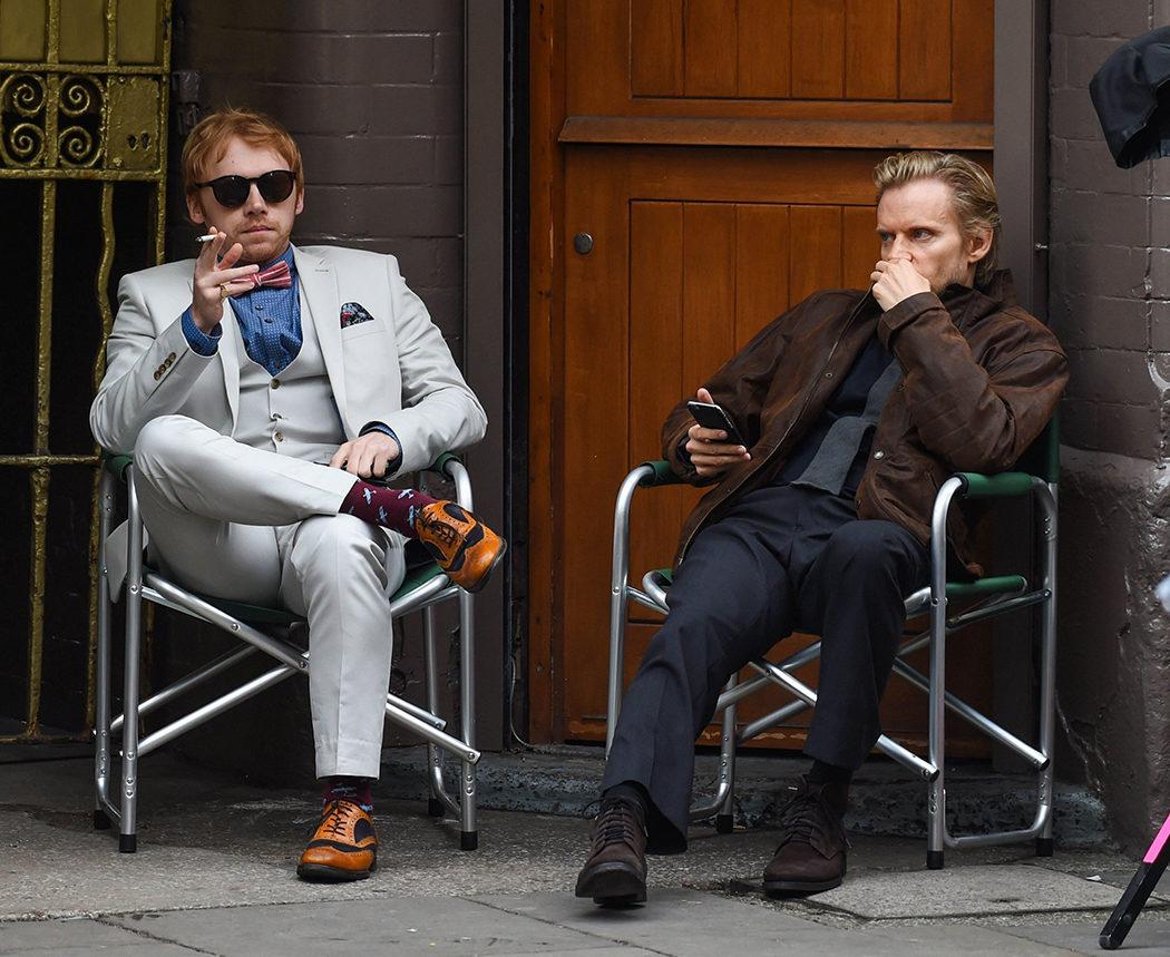 El actor Rupert Grint descansando en el rodaje de 'Snatch'