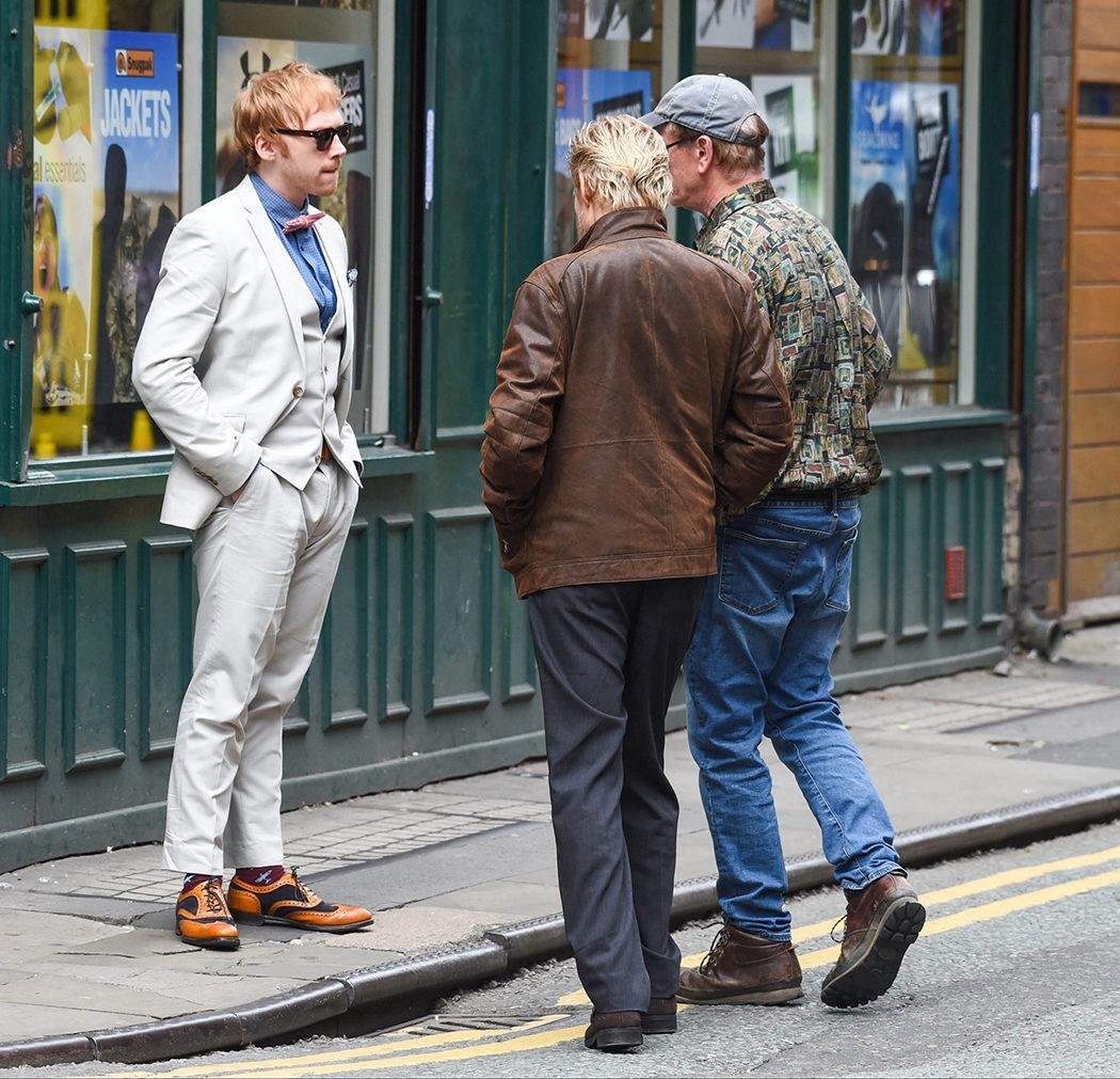Rupert Grint hablando en el rodaje de 'Snatch'