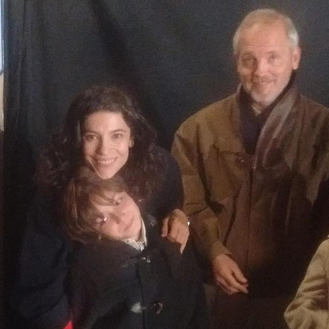 Inés Alcántara y su novio junto al pequeño Oriol