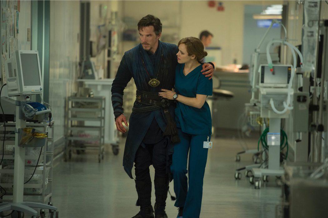 Doctor Strange con Christine Palmer en el hospital