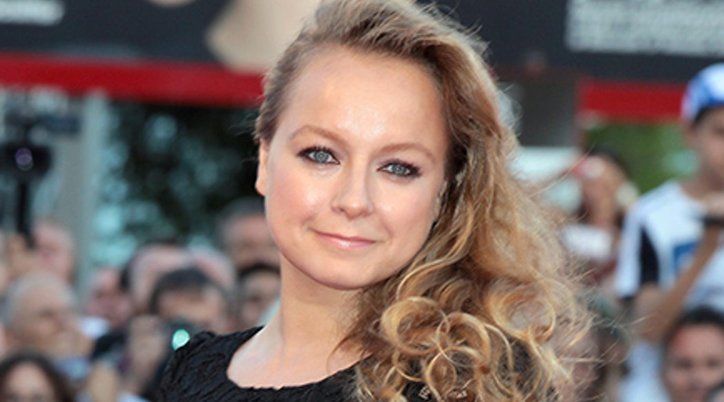 Samantha Morton (Mary Lou Barebone)
