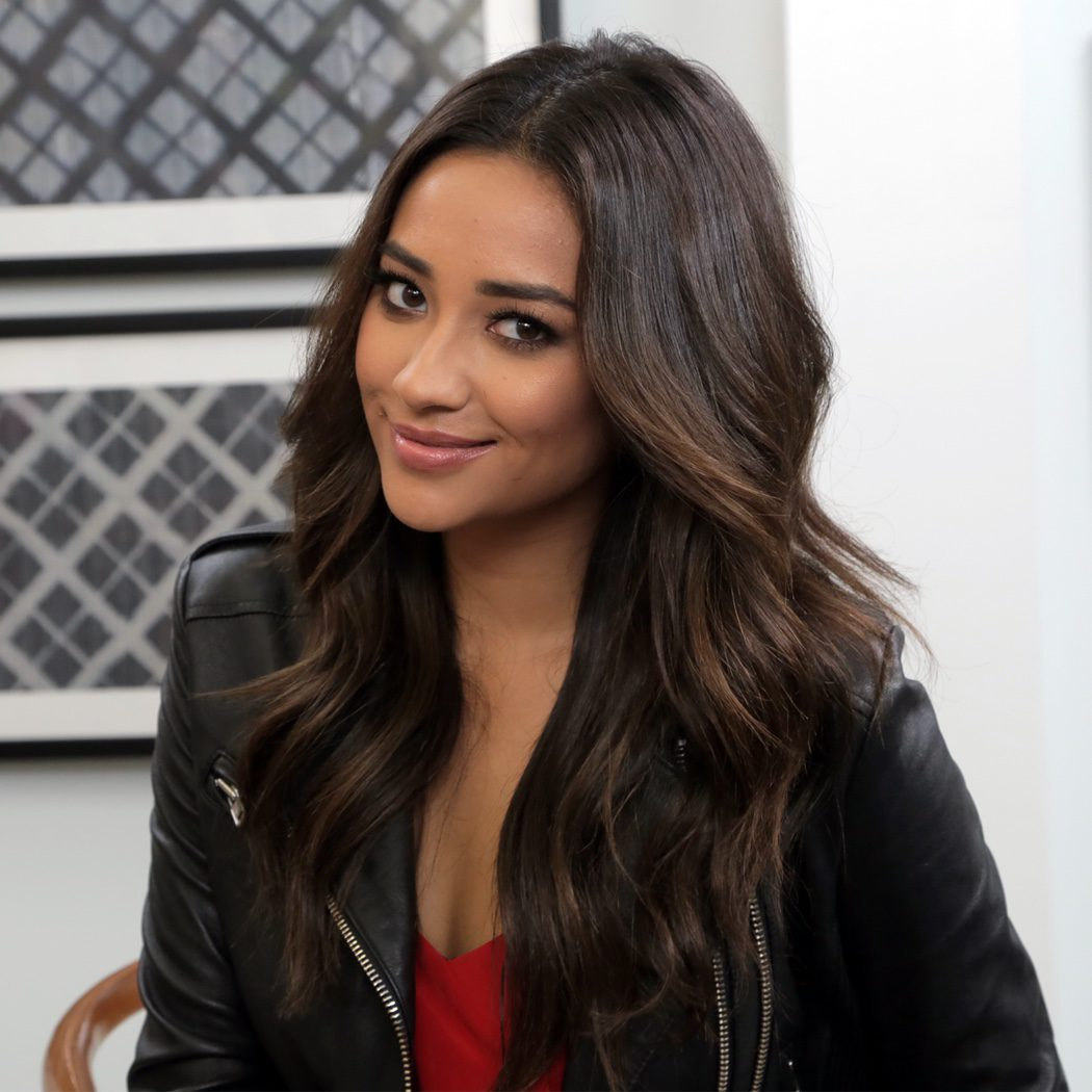 Shay Mitchell (Emily Fields)