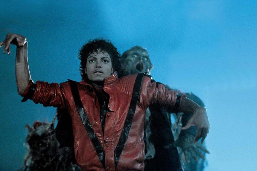 Michael Jackson en plena coreografía de Thriller