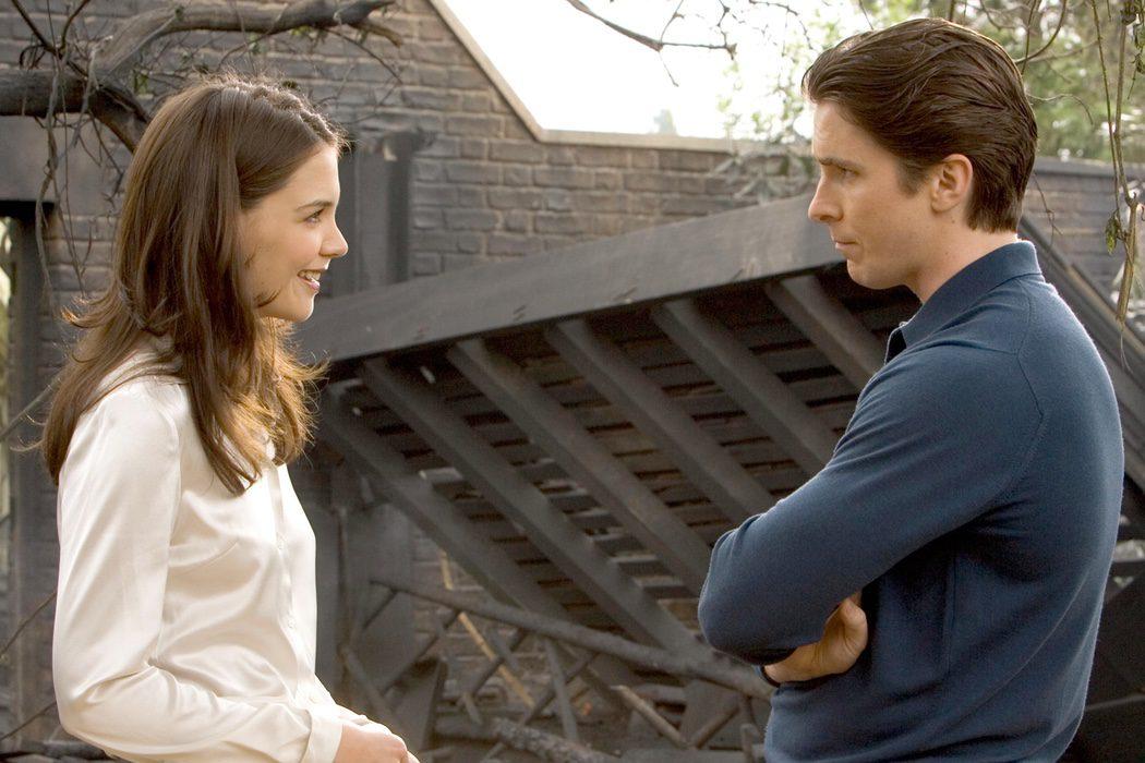 Katie Holmes y Christian Bale en 'Batman Begins'