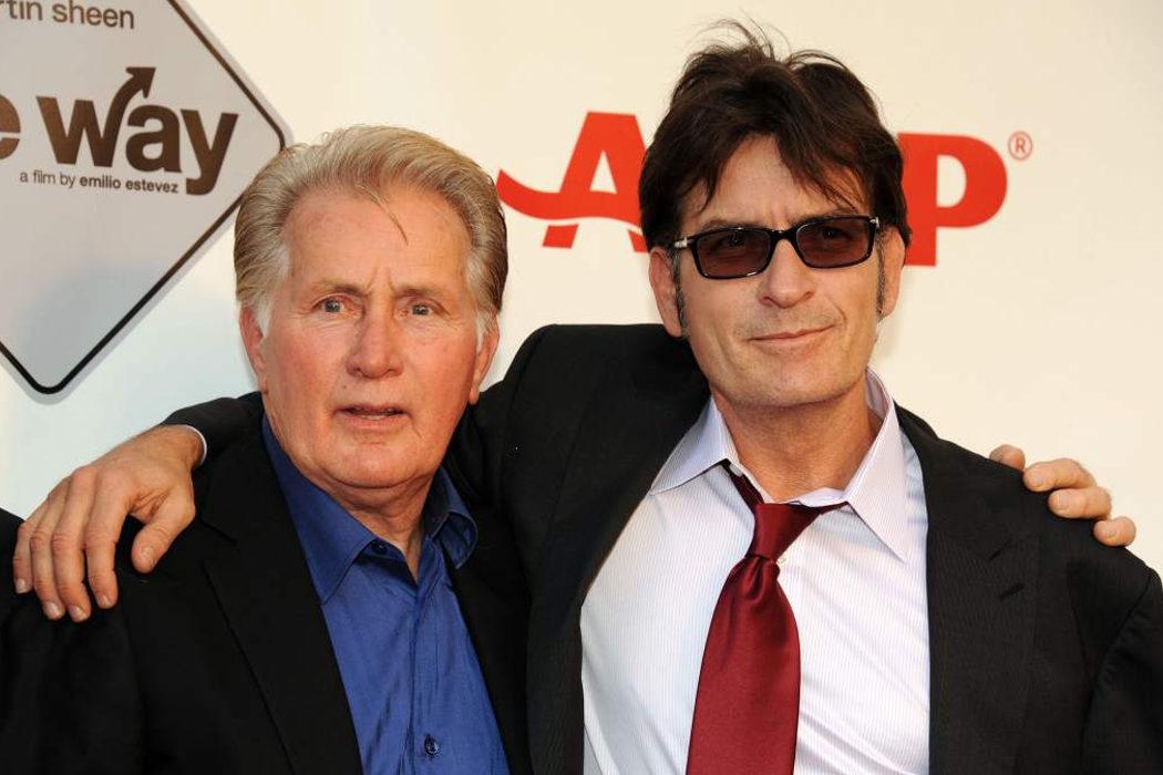 Martin y Charlie Sheen son Ramón y Carlos Estévez