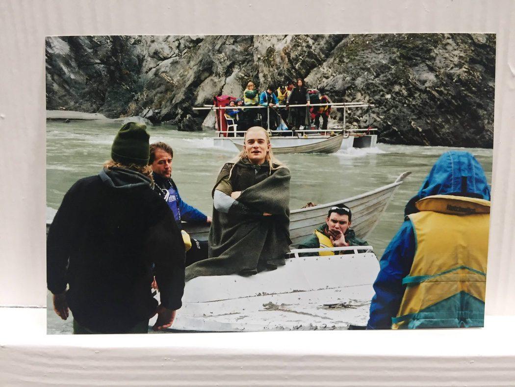 El equipo prepara una escena en el mar