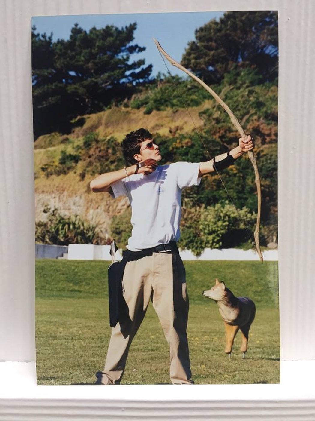 Orlando Bloom practica con el arco