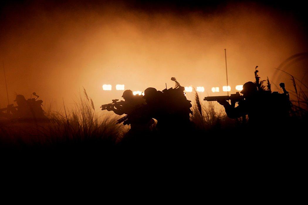 Los soldados se preparan para atacar