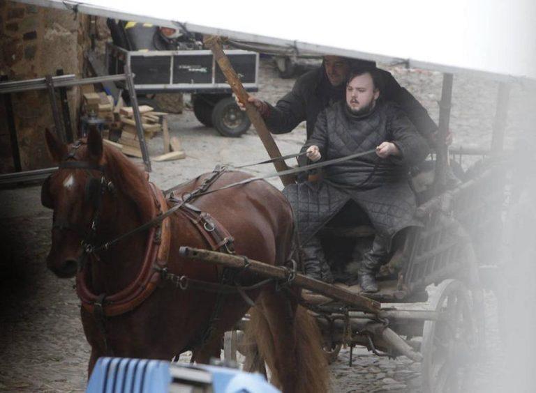 John Bradley rodando la séptima temporada de 'Juego de Tronos'