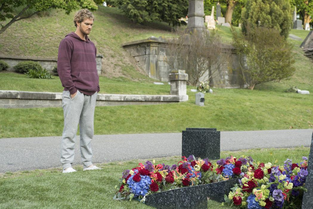 Visitando a sus fallecidos padres