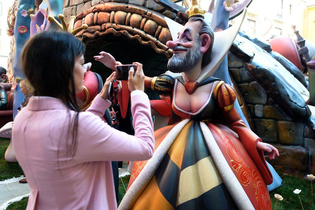 Falla Alicia en el País de las Maravillas - Mariano Rajoy Reina de Corazones