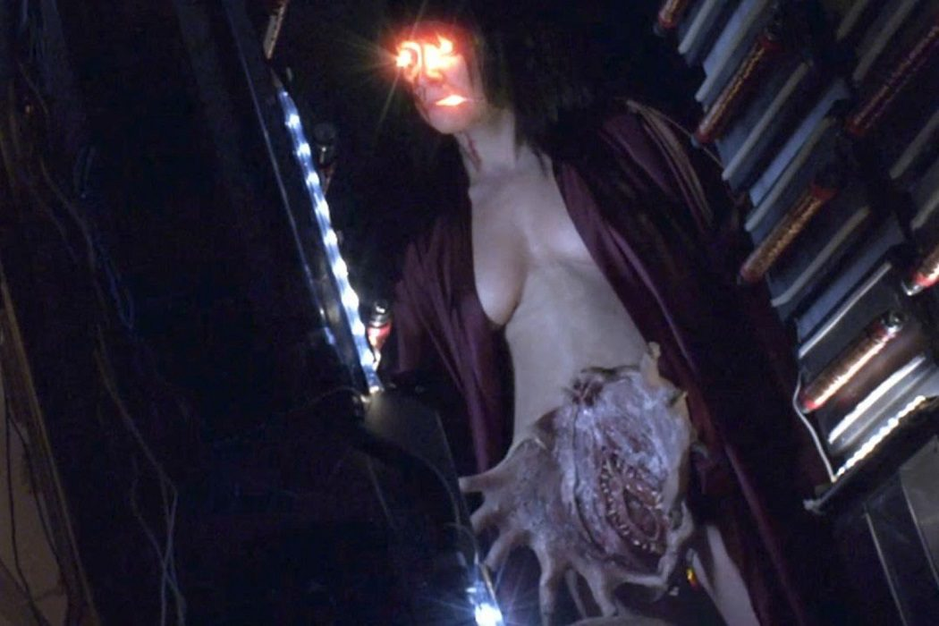 'Parallel Monsters', en 'V/H/S: Viral'