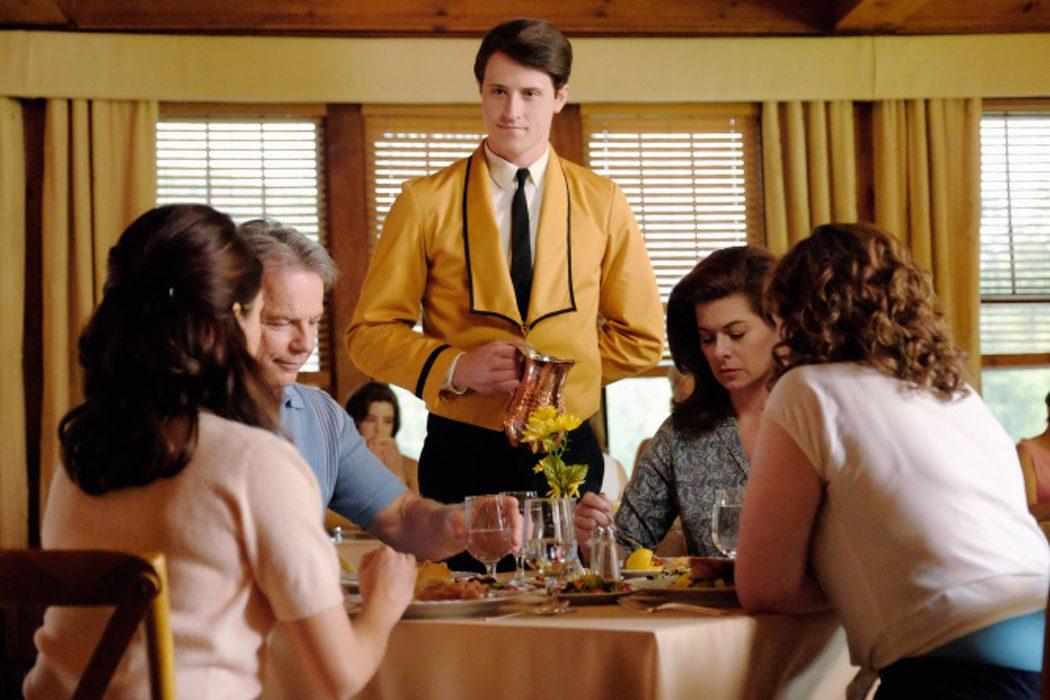 Bruce Greenwood es el  Dr. Jake Houseman, Shane Harper es Robbie Gould, Debra Messing es Marjorie Houseman