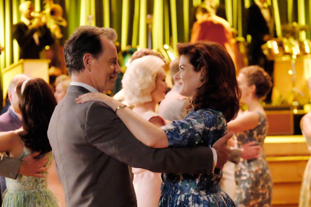 Bruce Greenwood es el Dr. Jake Houseman y Debra Messing es Marjorie Houseman