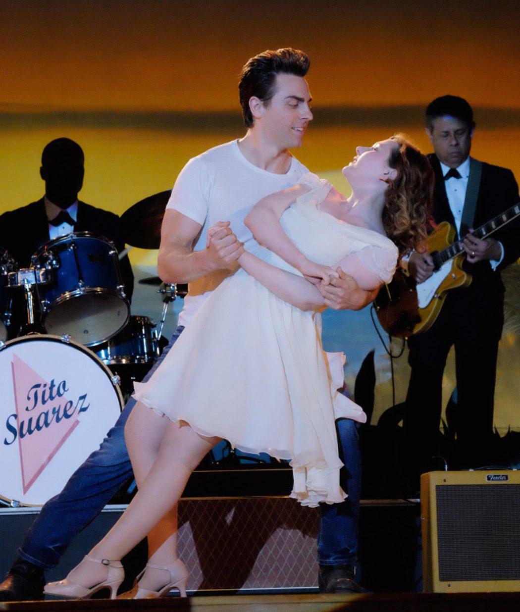 Abigail Breslin y Colt Prattes como Baby y Johnny