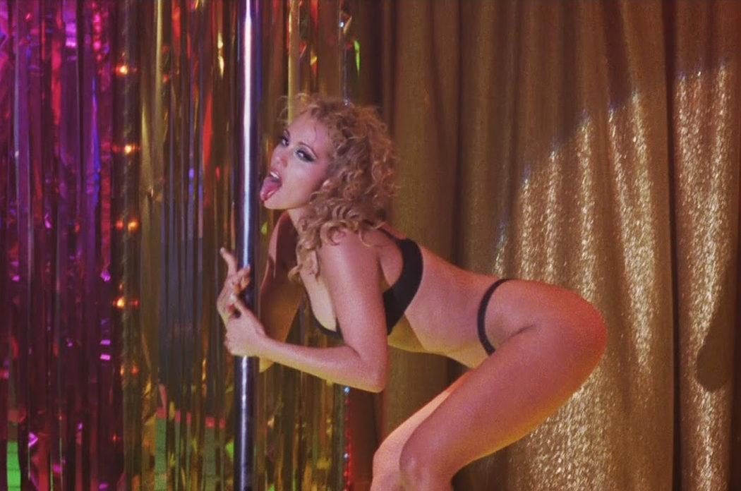 Elizabeth Berkley por 'Showgirls'