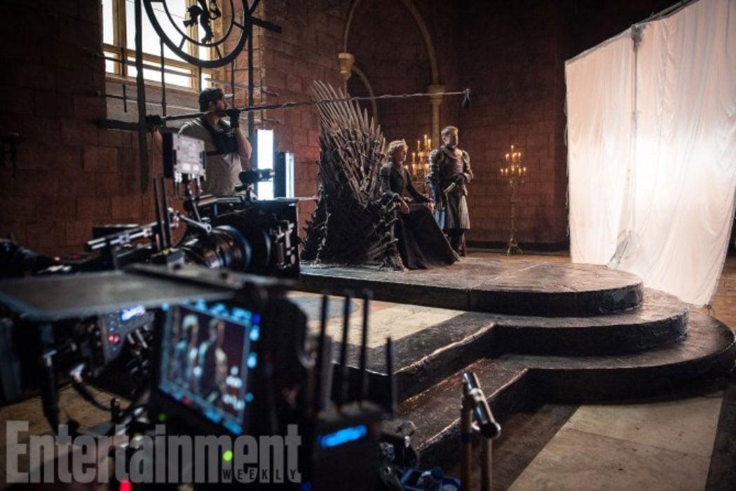 Cersei y Jamie en el trono tras las cámaras