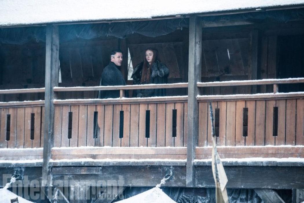 Sansa y Meñique planeando algo
