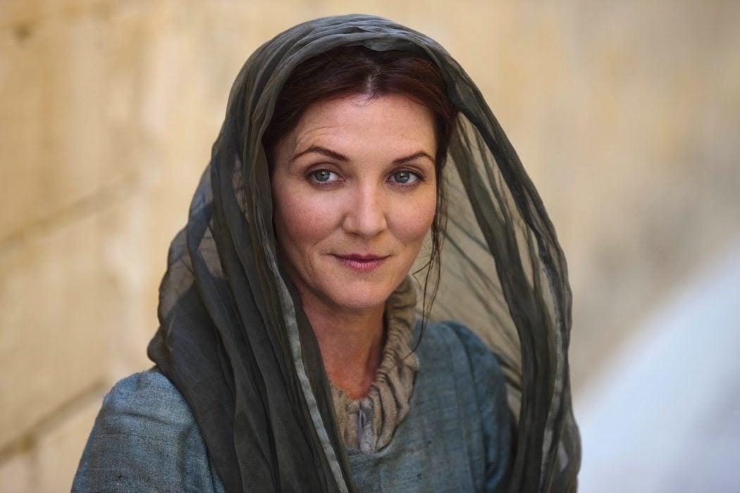 Catelyn arriesga su vida para avisar a su marido