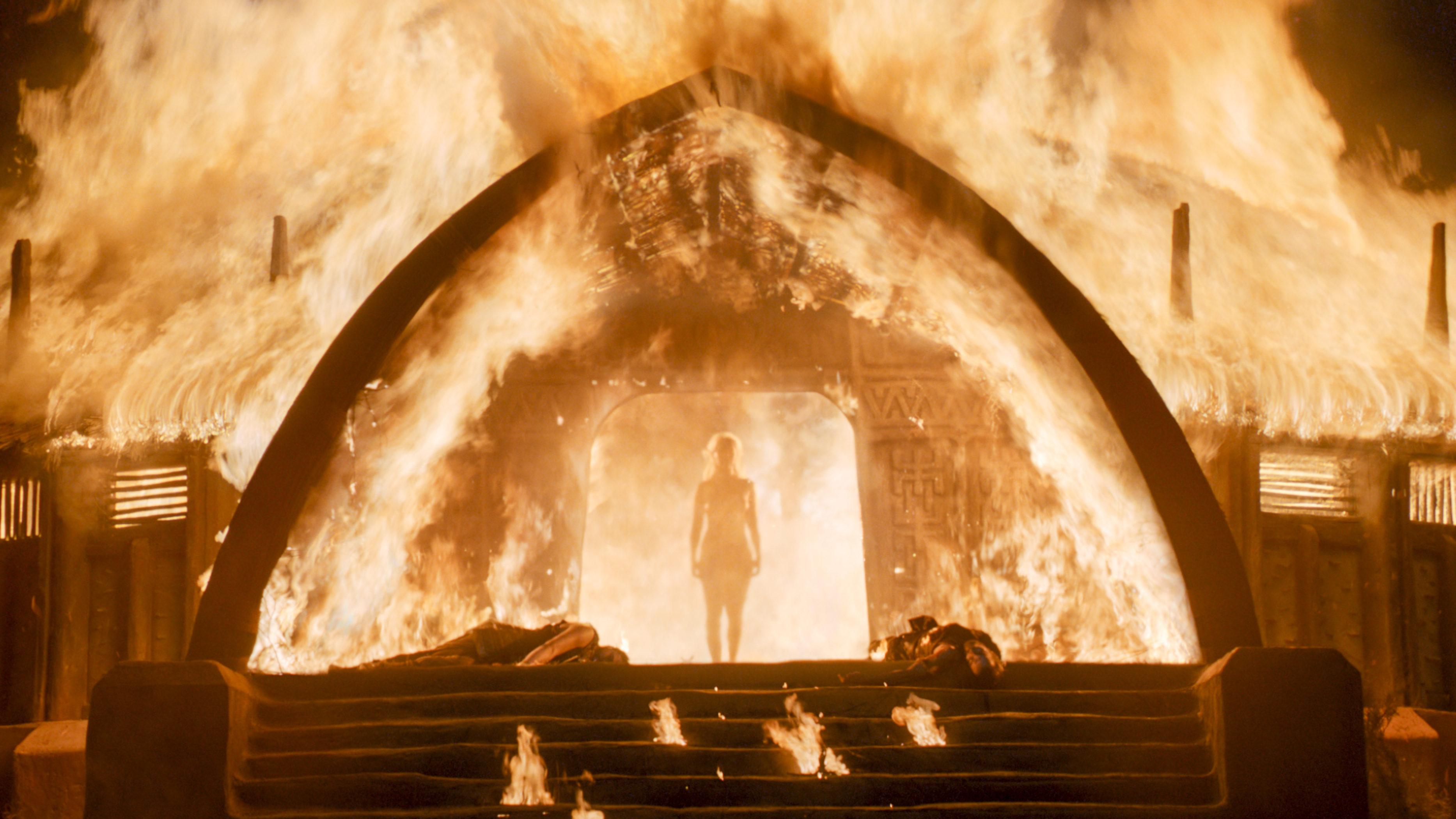 Daenerys quema el templo de los dothraki