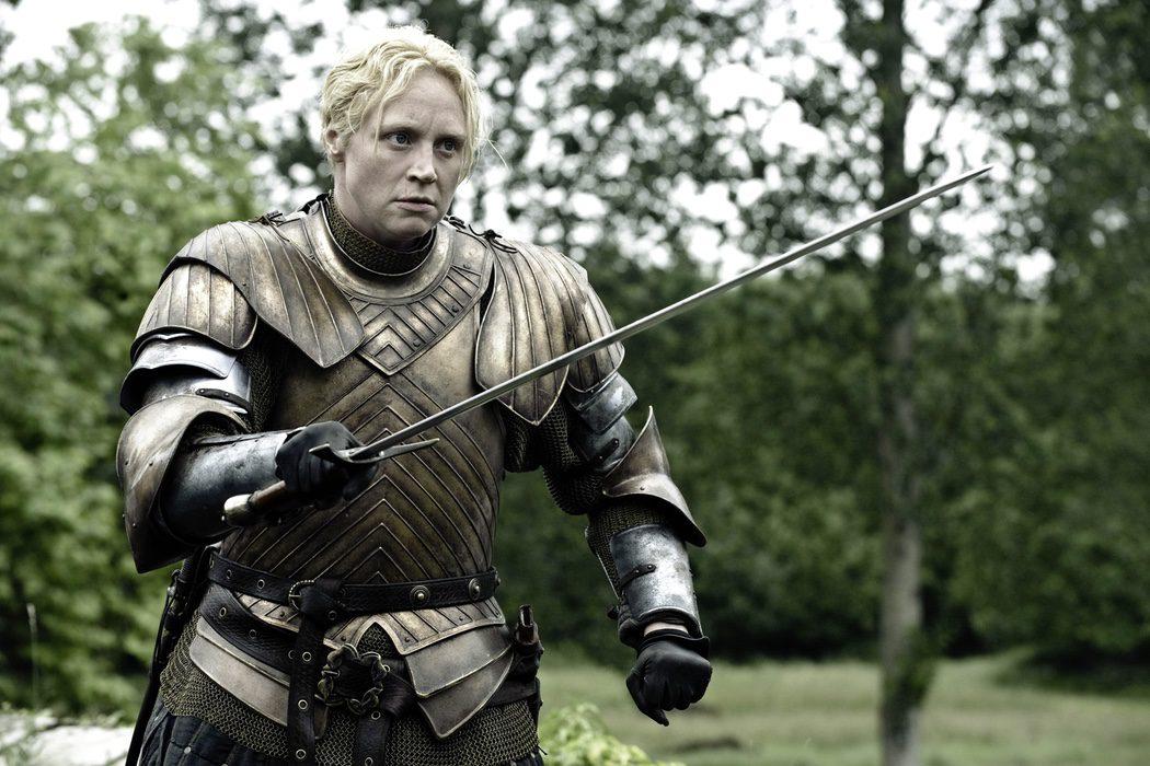 Brienne machaca a los hombres