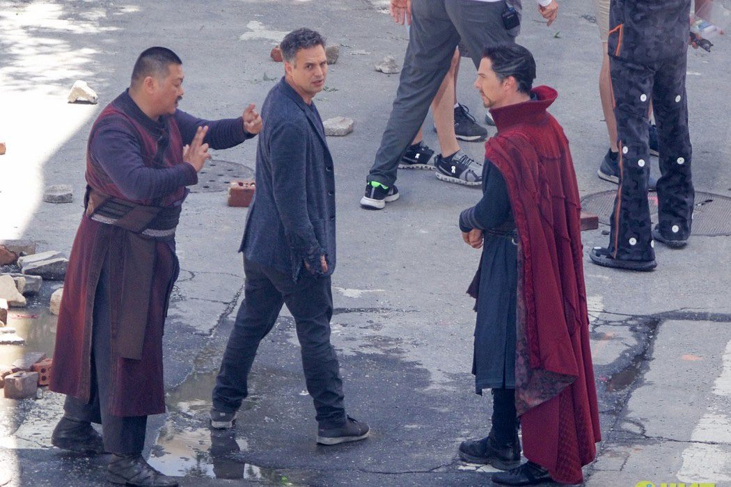 Bruce Banner, Wong y Doctor Extraño