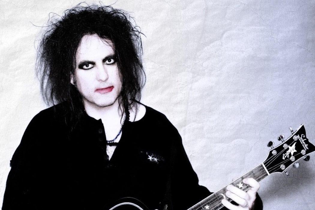 El músico del pelo desordenado