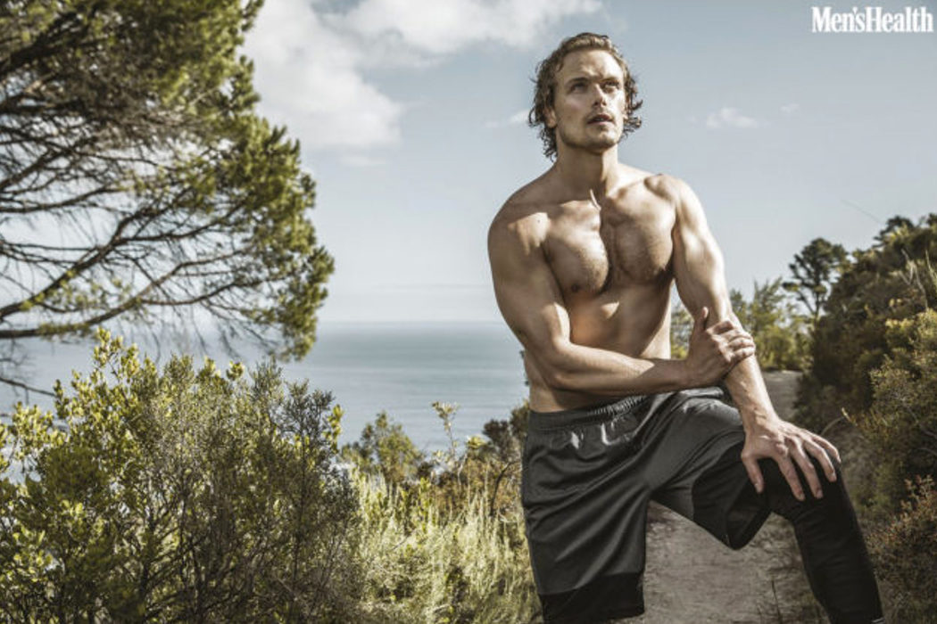 Sam Heughan entrenando al aire libre en Men's Health South Africa