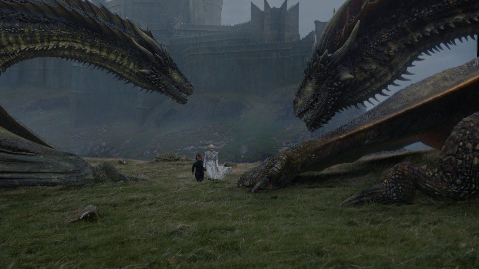 Daenerys y Tyrion junto a los dragones