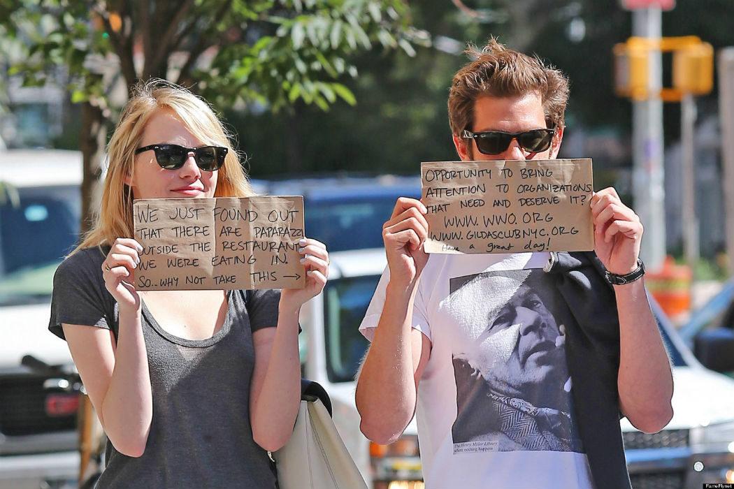 Andrew, Emma y las tarjetas