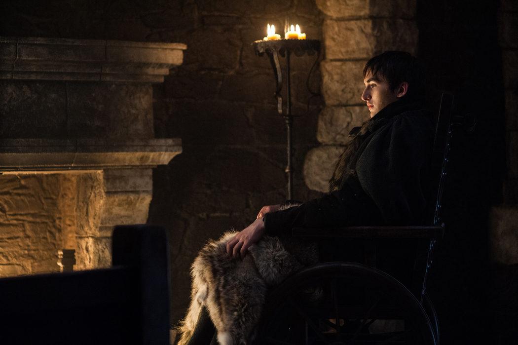 Bran o el Cuervo de Tres Ojos observa desde la oscuridad